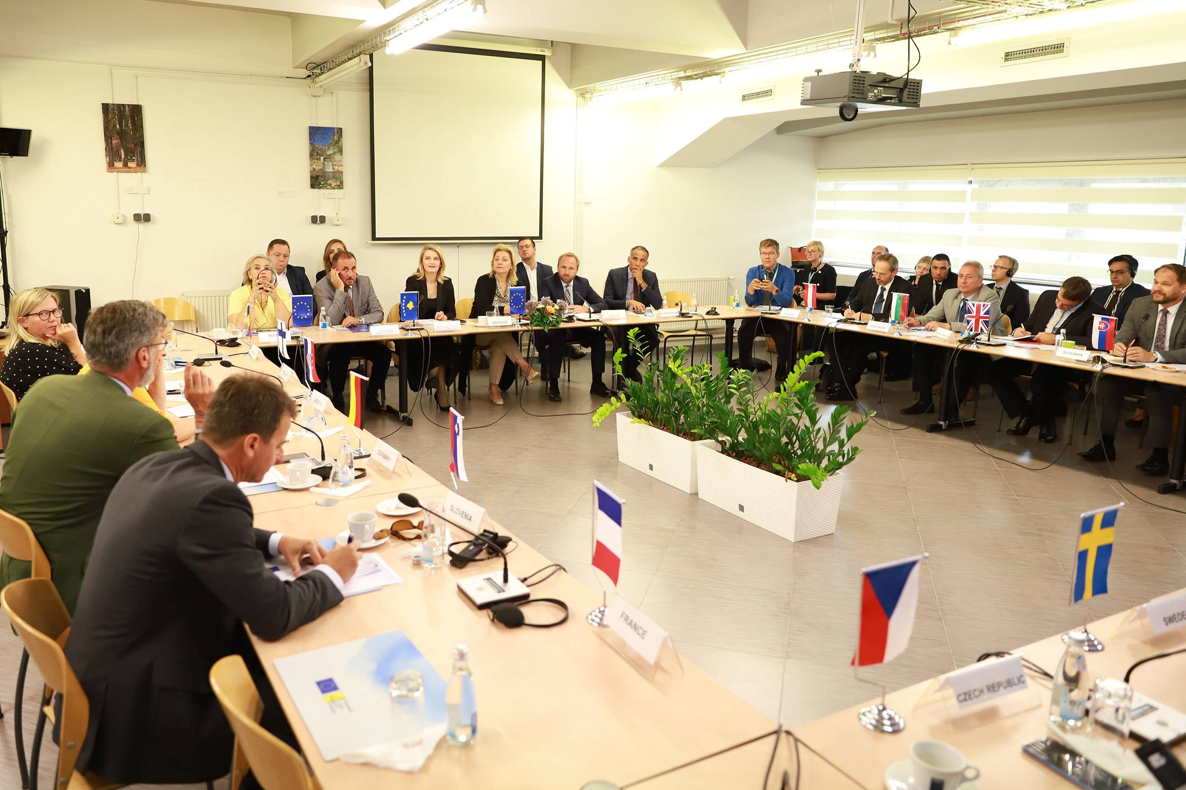 Minister Hoxha in the meeting with the EU Ambassadors in Kosovo: We must carry out our duties