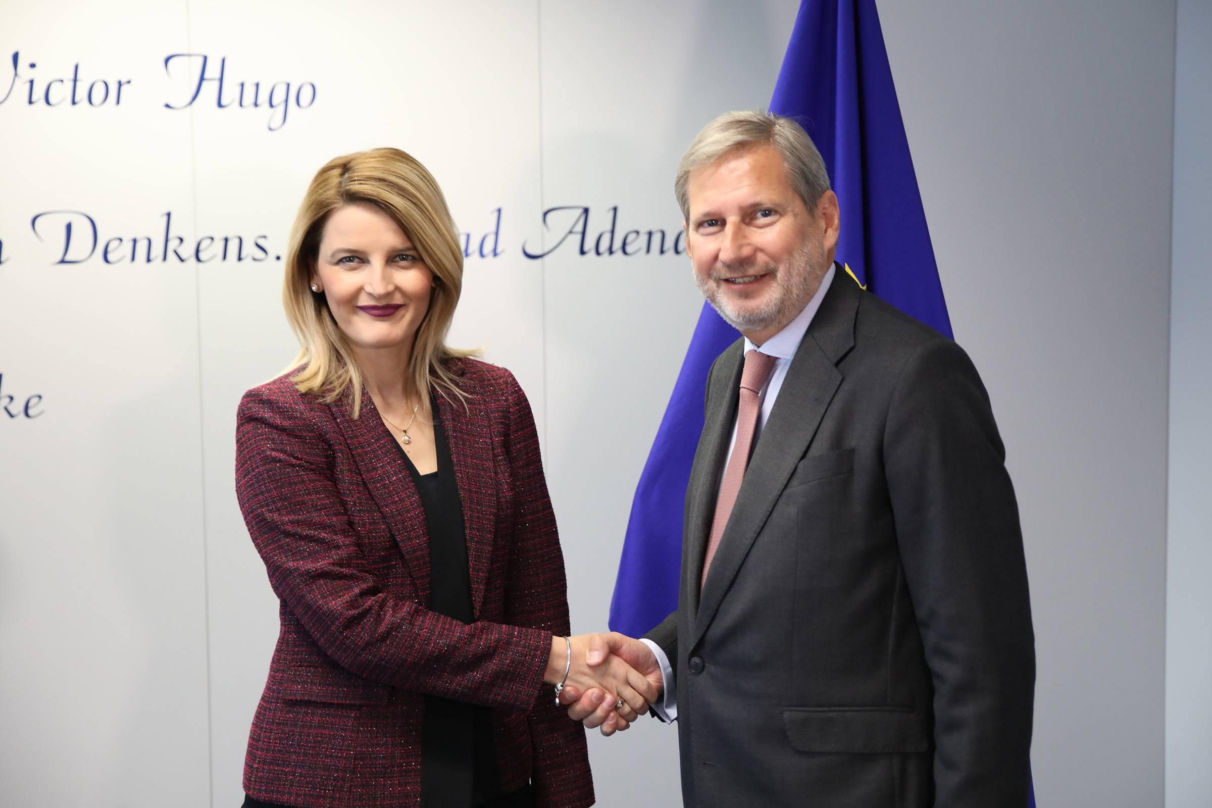 Minister Hoxha meets with Commissioner Hahn: Kosovo has a European perspective